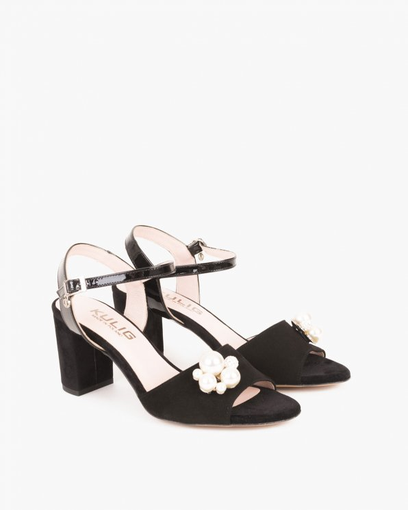 Czarne sandały na słupku z ozdobą  053 -5210-CZARNY