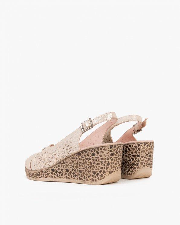 Pudrowe sandały ażurowe na koturnie  080 118-1411-117
