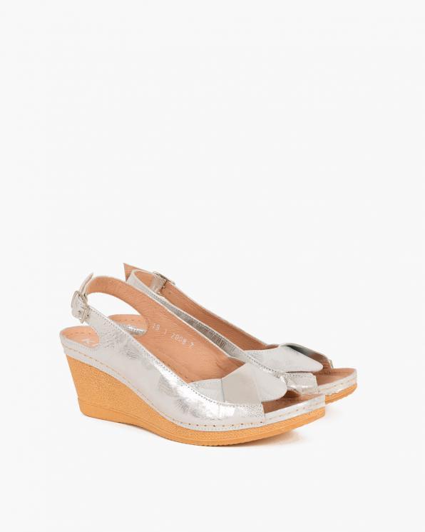 Srebrne sandały z motywem na koturnie  082 8002-KW SREB