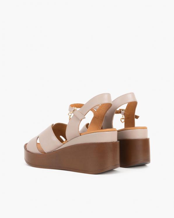 Beżowe sandały damskie skórzane na koturnie  084-1331-MINK