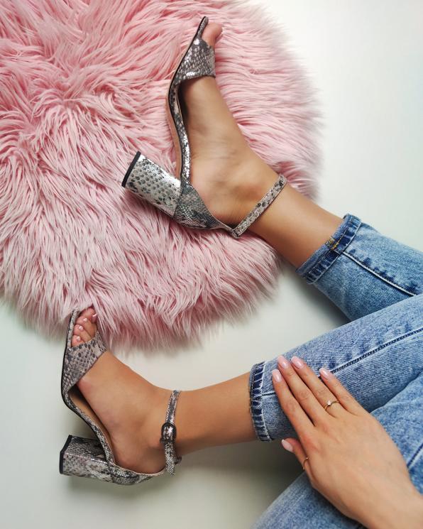 Wielokolorowe sandały damskie nubukowe z motywem  101-512-256