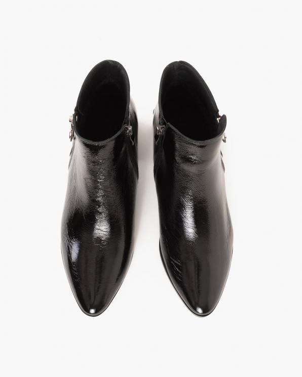 Czarne botki lakierowane na słupku  058-3004-A128