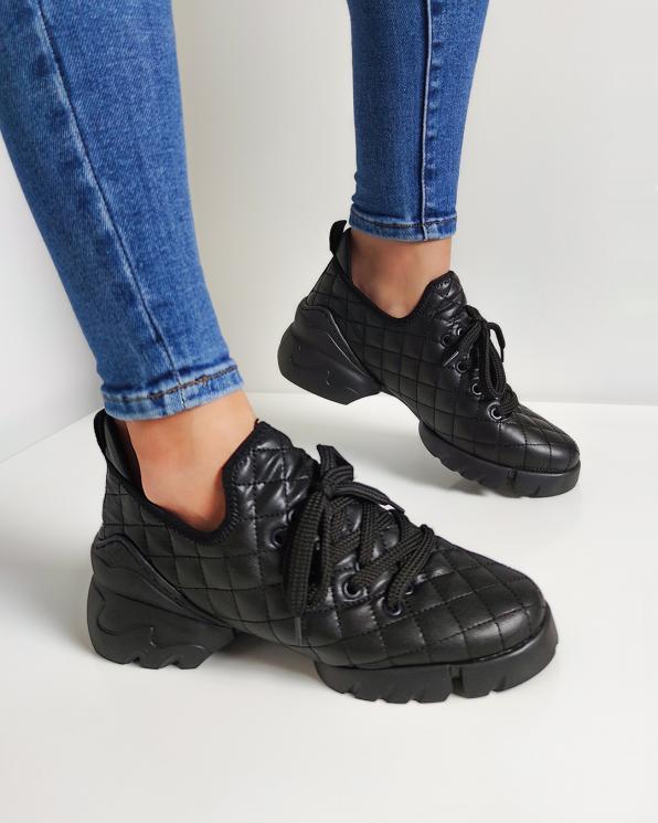 Czarne sneakersy pikowane  083-133-100-CZAR