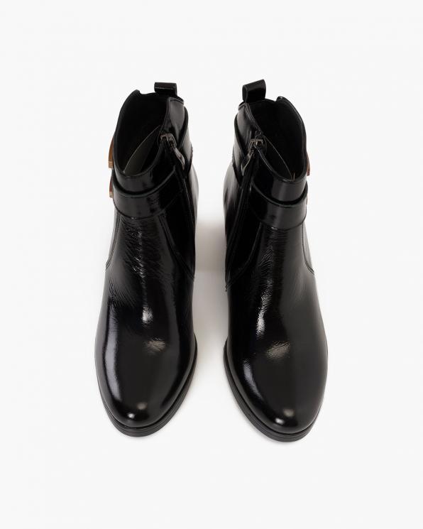 Czarne botki lakierowane na słupku  058-9225-RUDY