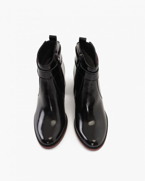 Czarne botki lakierowane na słupku  058-9225-CZERWON