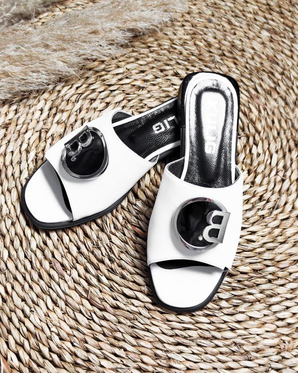 Białe klapki damskie skórzane z ozdobą  106-2444-BIAŁY