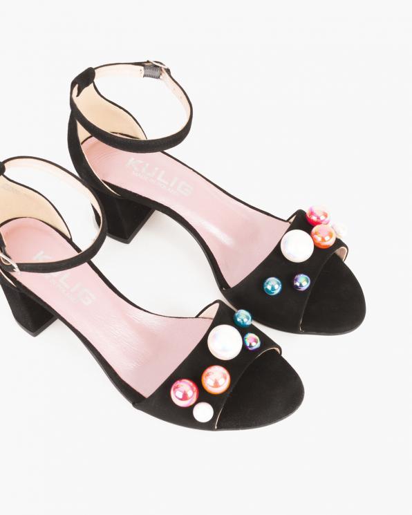 Czarne sandały na słupku z ozdobą  061 -8902-CZARNY
